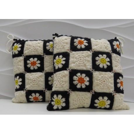Megzta dekoratyvinė pagalvėlė