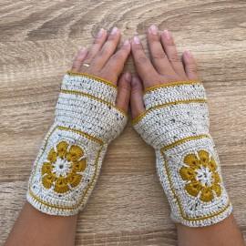 Crocheted wristwarmers